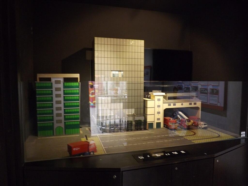新竹市消防博物館的圖片:消防救災劇場內的展示物