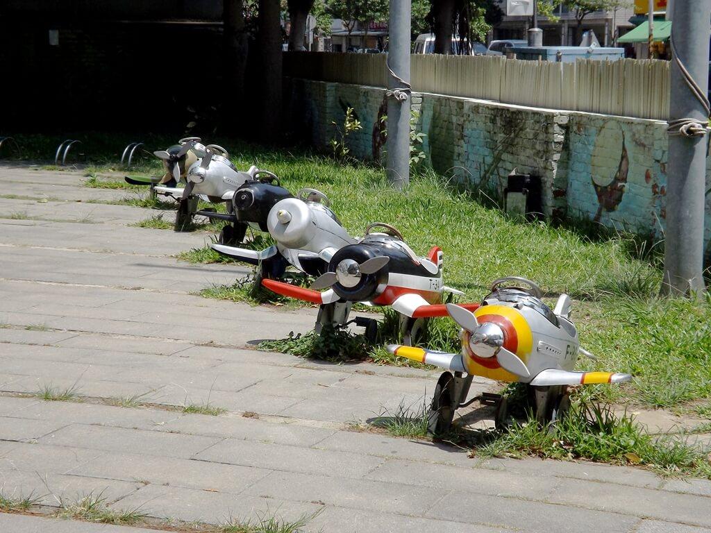 新竹市眷村博物館的圖片:院子內的小飛機