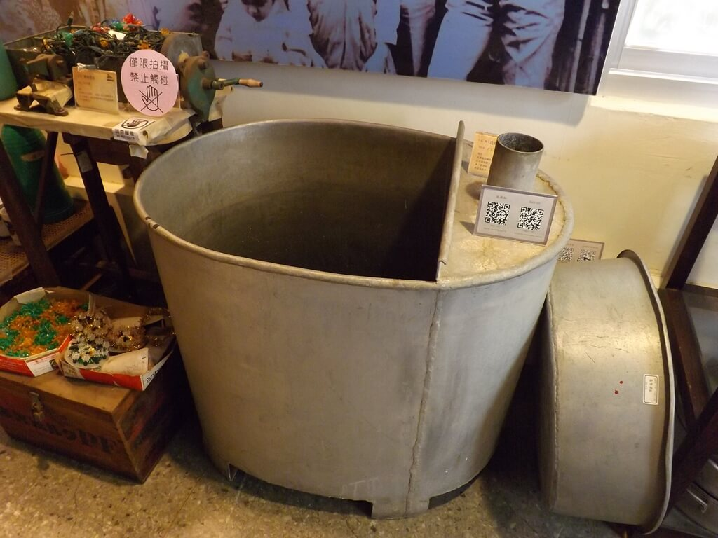 新竹市眷村博物館的圖片:金屬的洗澡水缸