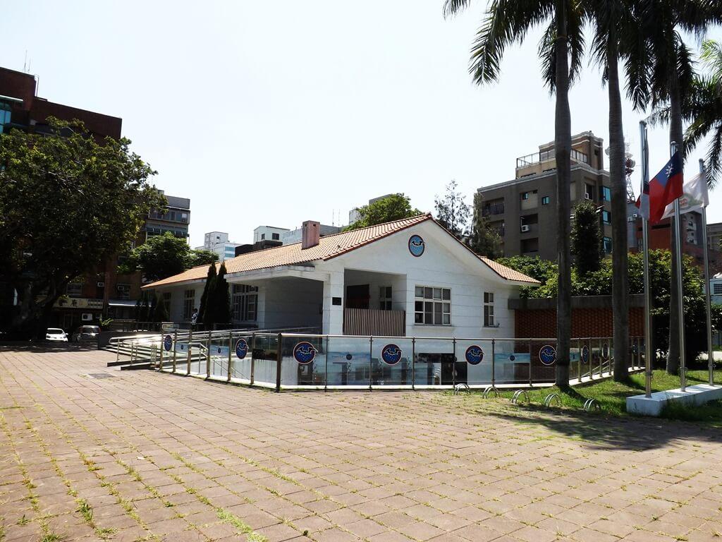黑蝙蝠中隊文物陳列館的圖片:建築外觀及廣場