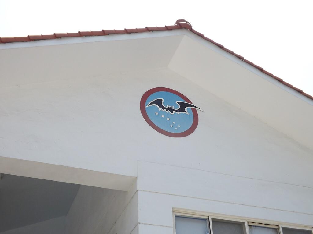 黑蝙蝠中隊文物陳列館的圖片:牆面上的黑蝙蝠中隊 Logo