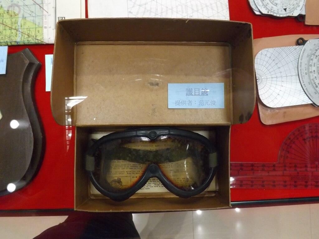 黑蝙蝠中隊文物陳列館的圖片:防風飛行護目鏡展示