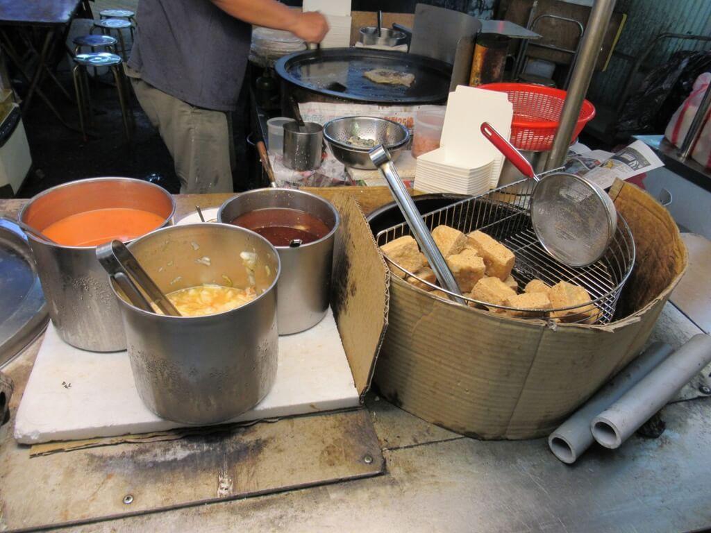 士林夜市的圖片:傳統油炸臭豆腐、蚵仔煎