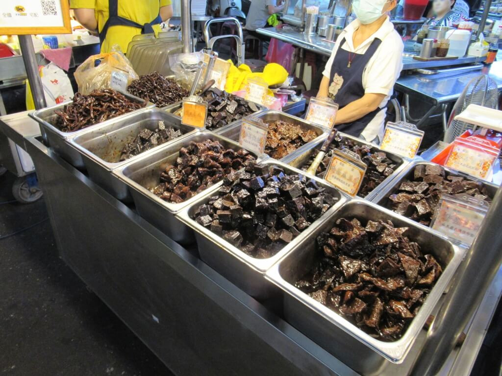 士林夜市的圖片:冰糖鴉、滷味、滷豆干