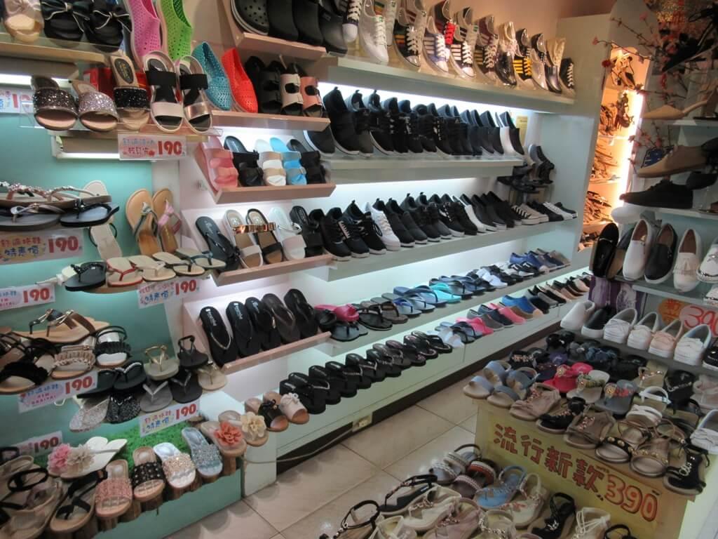士林夜市的圖片:休閒女鞋、休閒涼鞋、各式鞋款專賣店