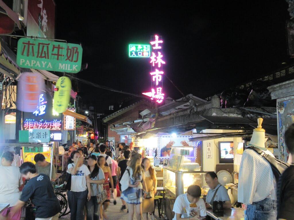 士林夜市的圖片:士林市場方向逛街人潮