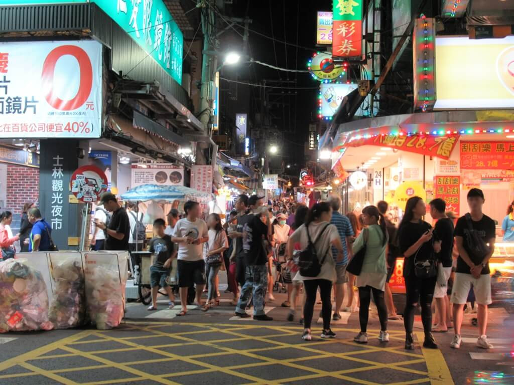 士林夜市的圖片:文林路往大南路夜市逛街區的入口