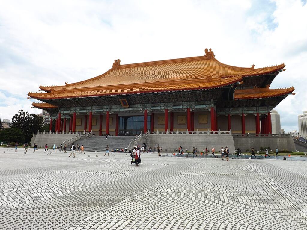 中正紀念堂的圖片:國家戲劇院面向兩廳院藝文廣場