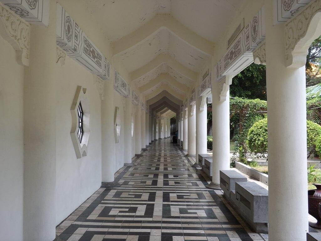 中正紀念堂的圖片:樂活花園旁走道