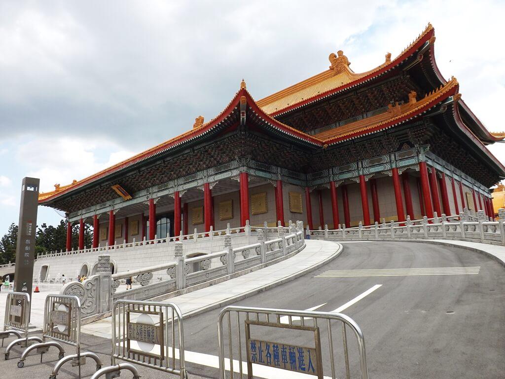 中正紀念堂的圖片:通往國家戲劇院上方的車道