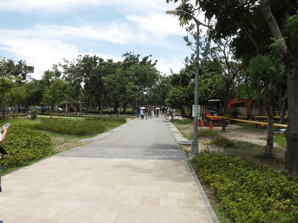 大安森林公園的圖片:柏油路走道