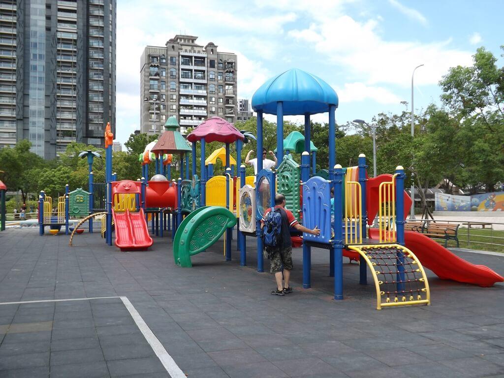 大安森林公園的圖片:大型兒童遊戲設施