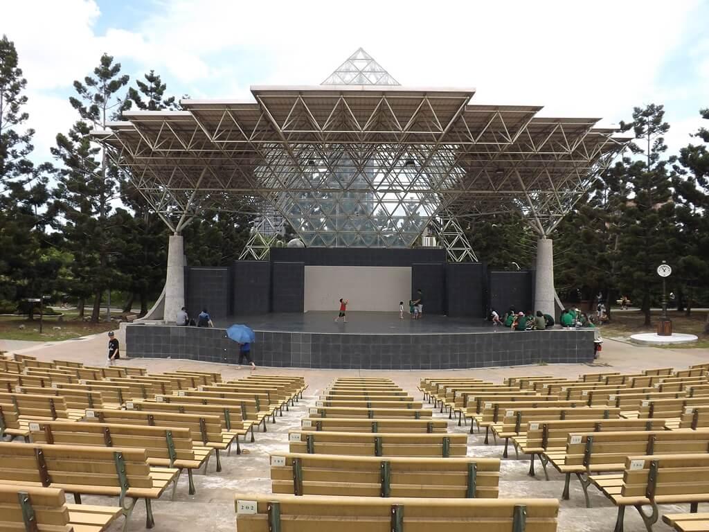 大安森林公園的圖片:露天音樂台(中央舞臺及管制室)