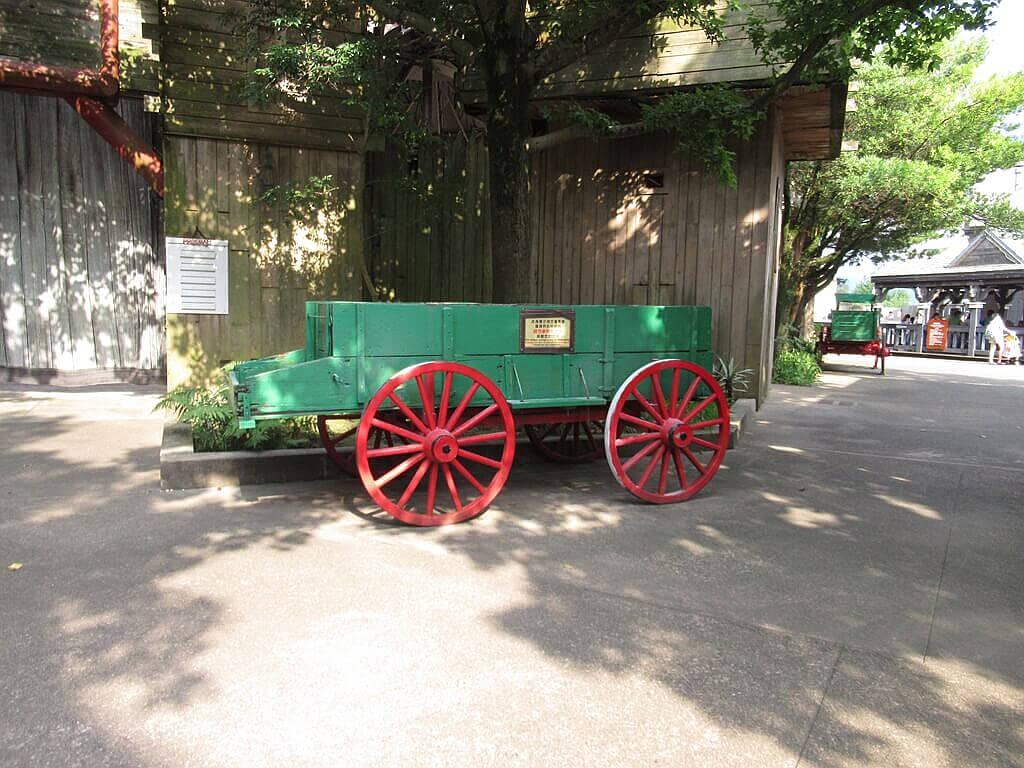 六福村主題遊樂園的圖片:美國西部木造馬車拍照場景