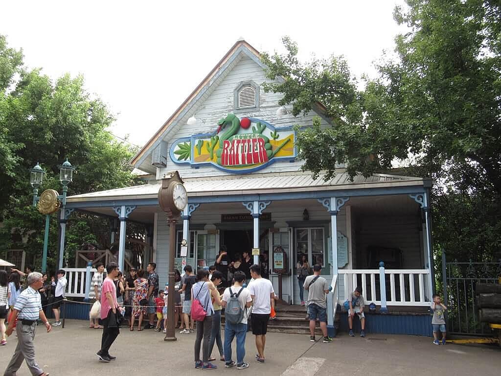 六福村主題遊樂園的圖片:瘋狂列車排隊小屋