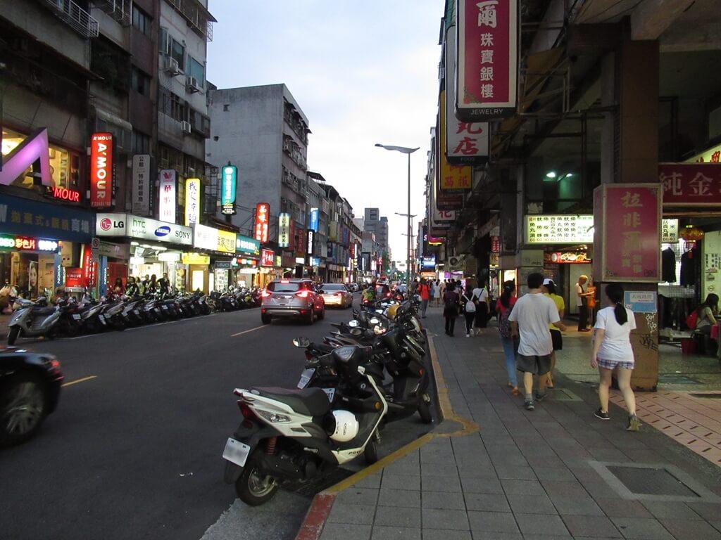 公館夜市(臺北市)的圖片:汀洲路三段一景
