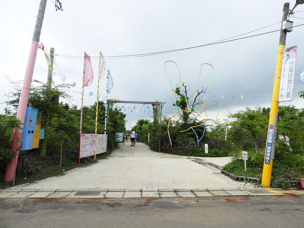 台灣地景花園 Taiwan Land Art Garden的圖片:台灣地景花園入口造景 ... 大雨前