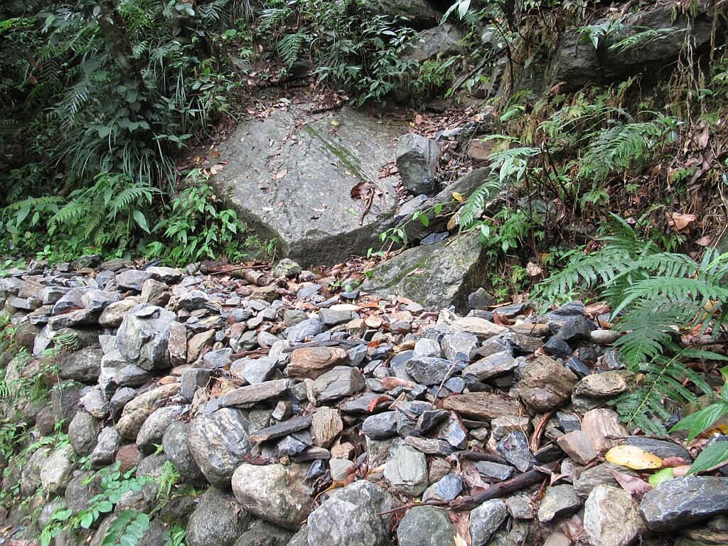 砂卡礑步道(太魯閣國家公園景觀步道)的圖片:落下的碎石
