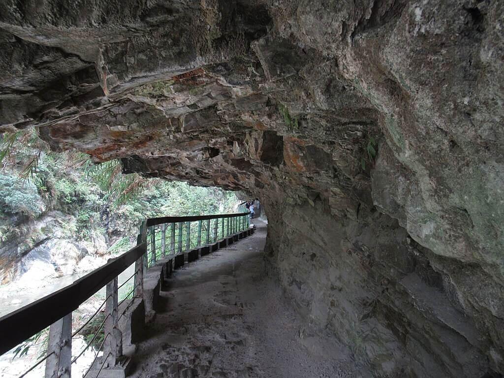 砂卡礑步道(太魯閣國家公園景觀步道)的圖片:峭壁下的砂卡礑步道(編號 123655072)