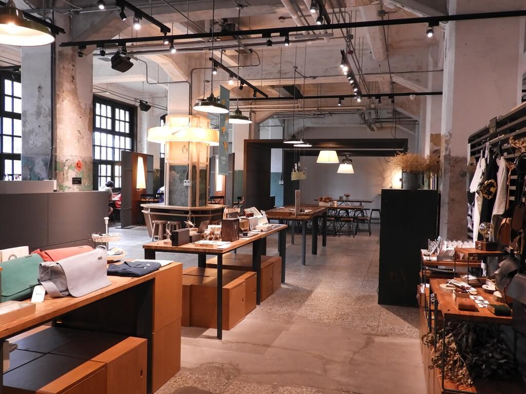 松山文創園區的圖片:松菸小賣所內的展出與空間風格