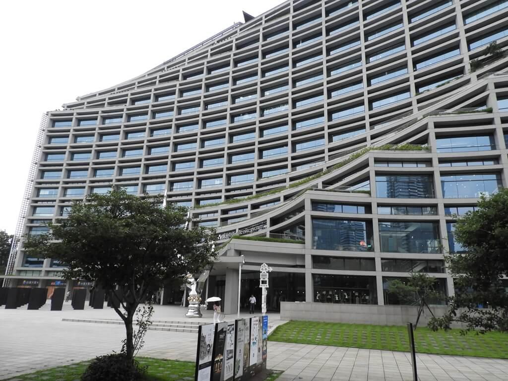 松山文創園區的圖片:造型相當特殊的臺北文創大樓