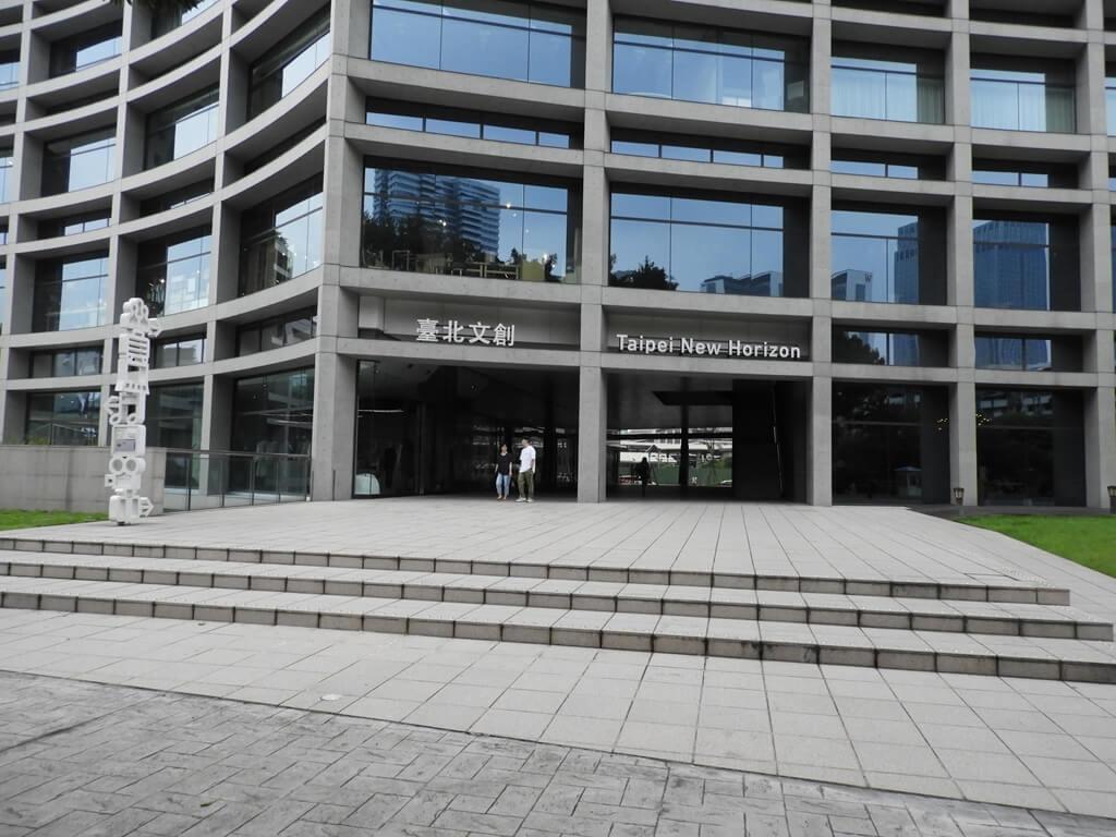 松山文創園區的圖片:臺北文創一樓走廊出入口