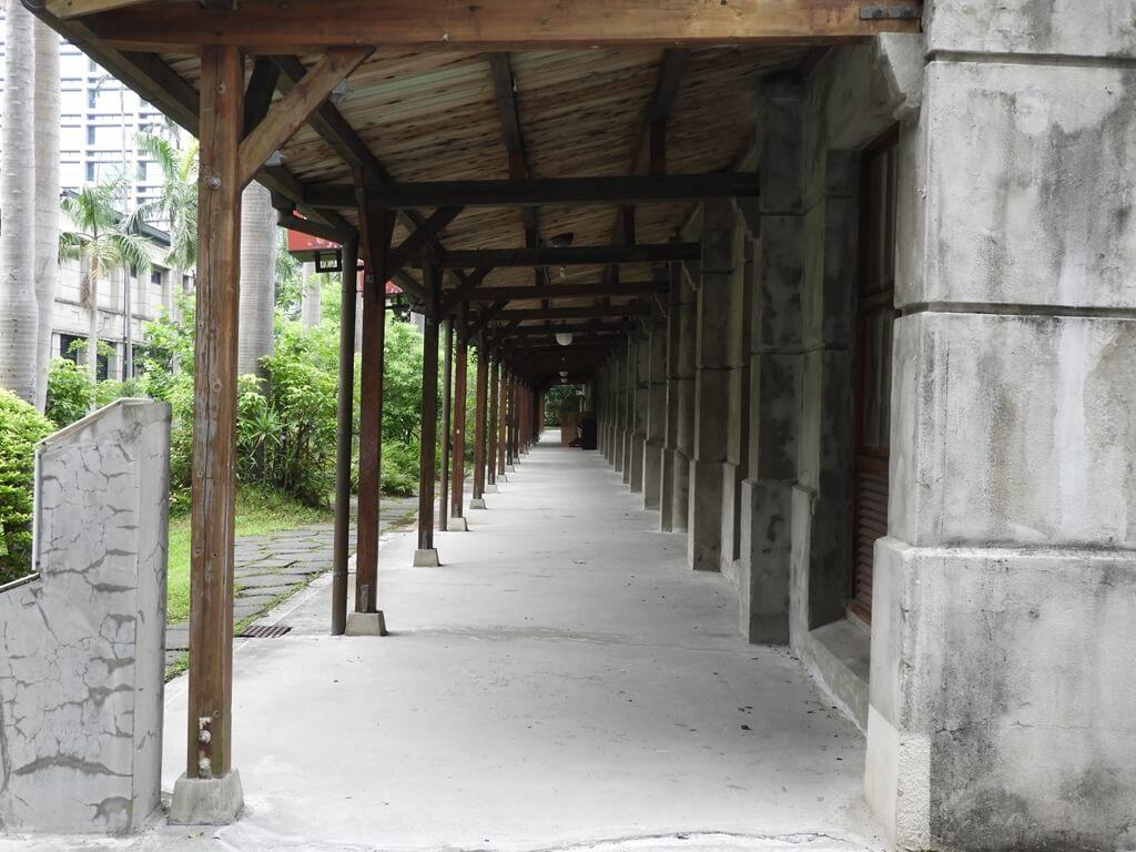 松山文創園區的圖片:琉璃工房後的走廊