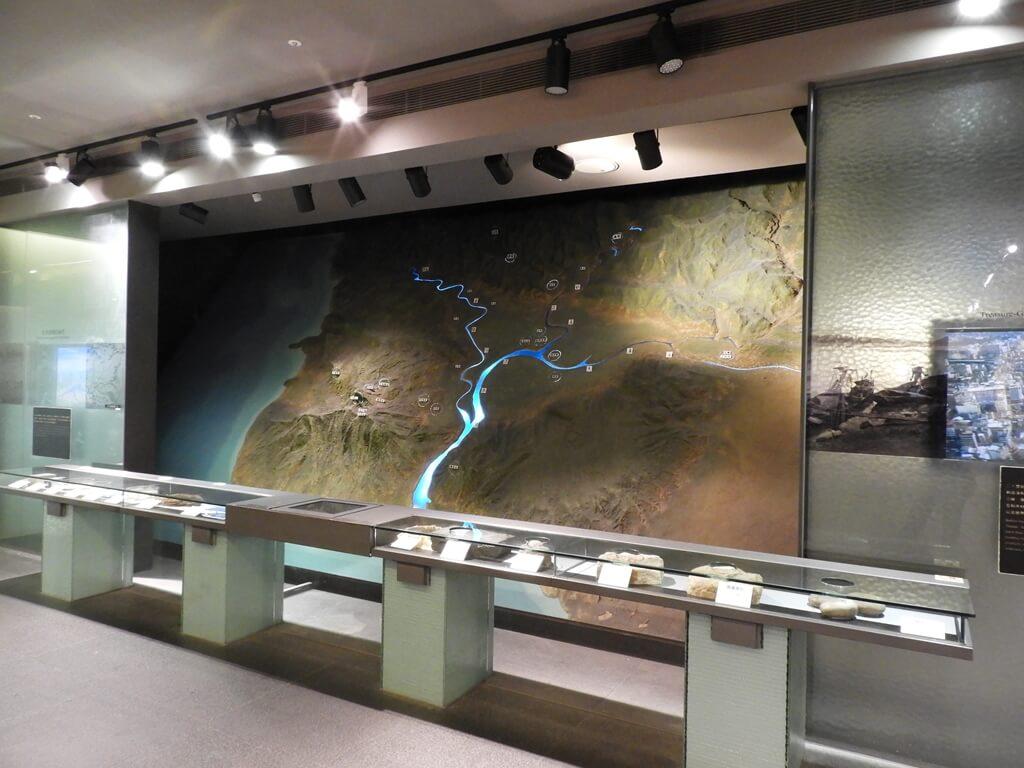 台北探索館的圖片:臺北的地形、地質及河流模型