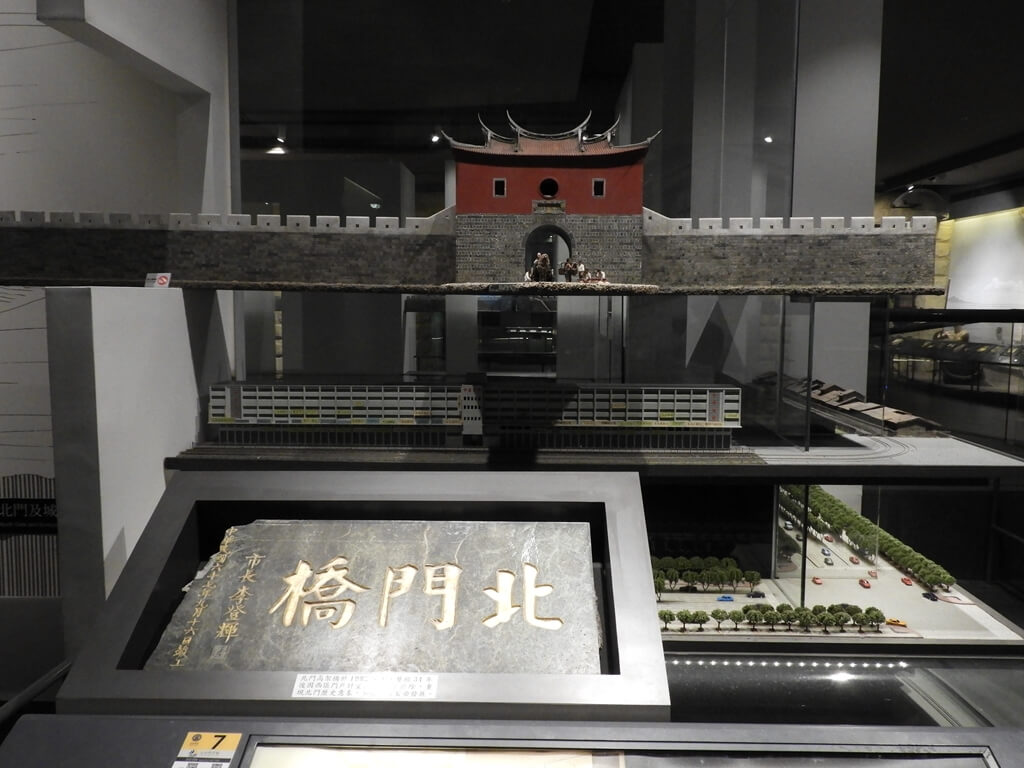 台北探索館的圖片:北門橋的大理石板