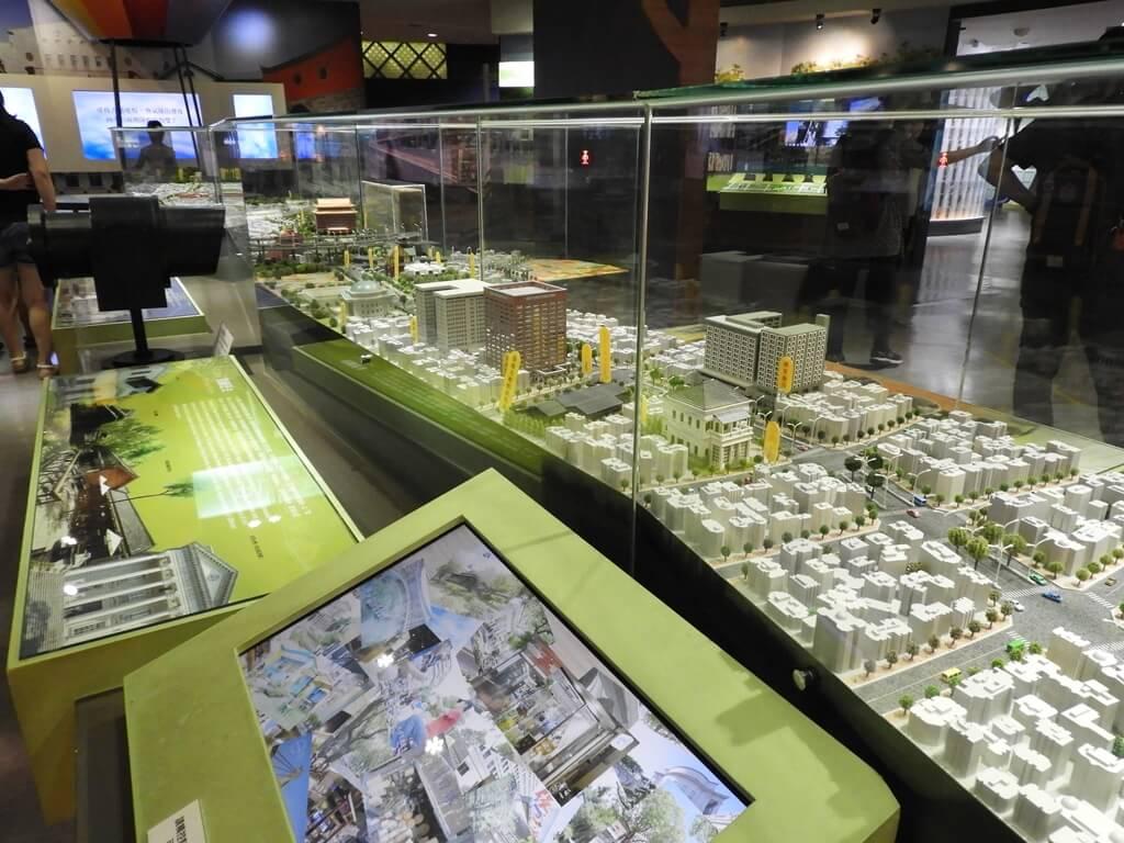 台北探索館的圖片:臺北市的重要地標模型及互動螢幕