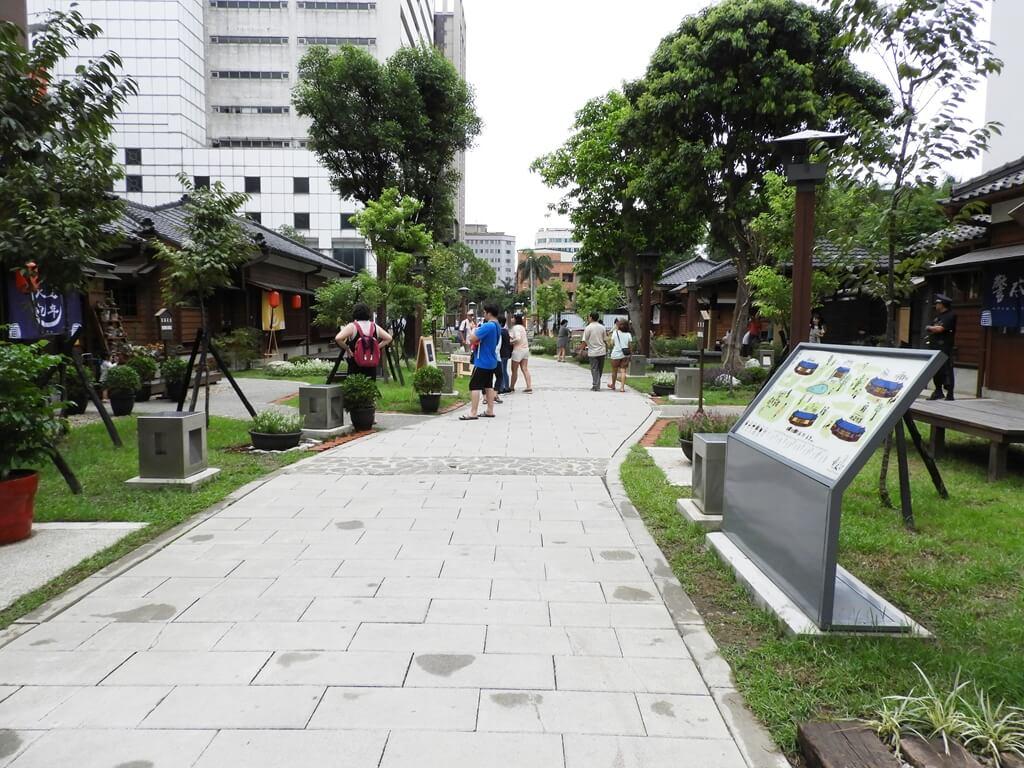 桃園77藝文町的圖片:中央走道