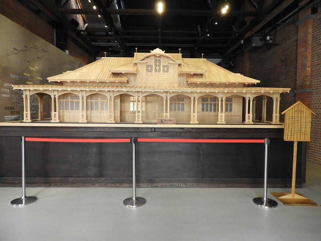 桃園軌道願景館的圖片:桃園驛木造模型正面