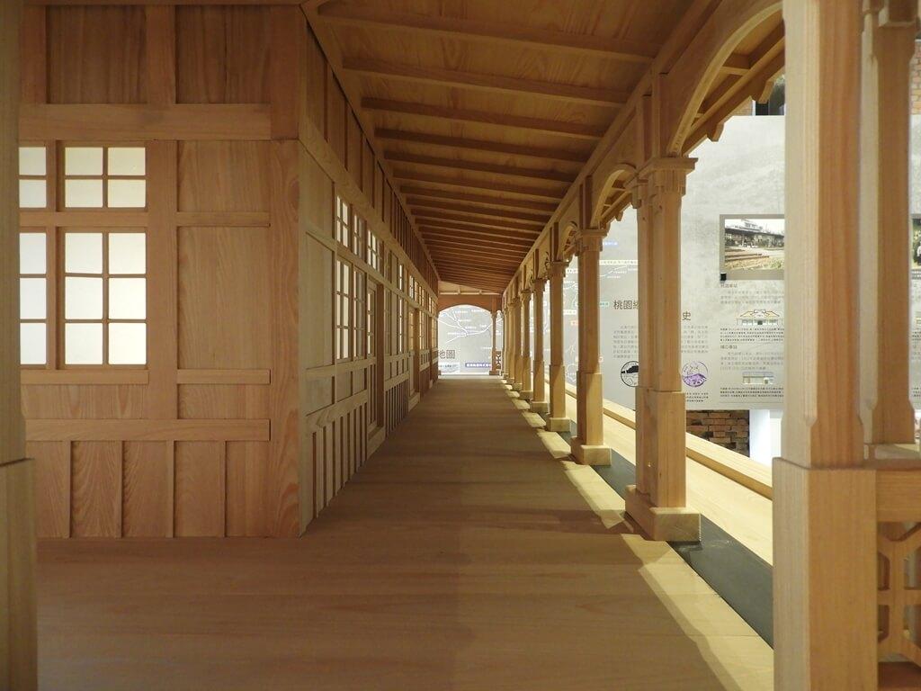 桃園軌道願景館的圖片:桃園驛木造模型走道