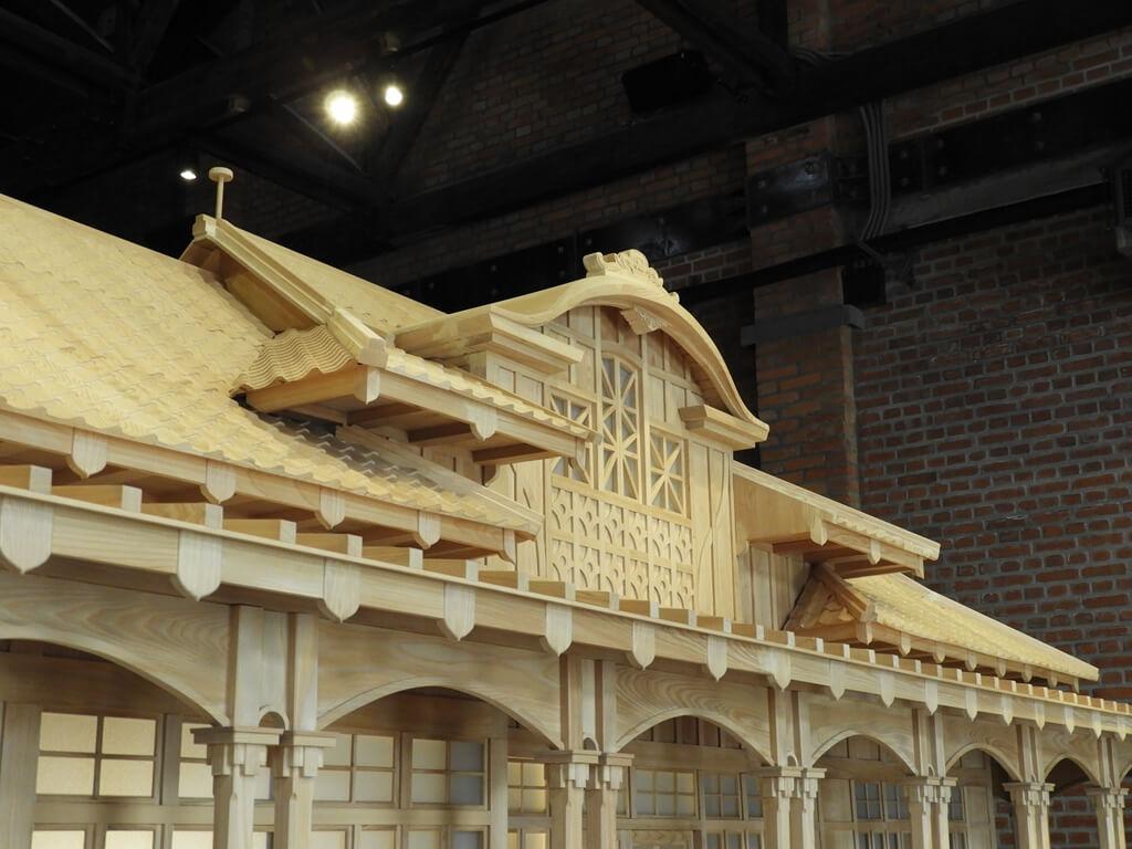 桃園軌道願景館的圖片:桃園驛木造模型上方造型