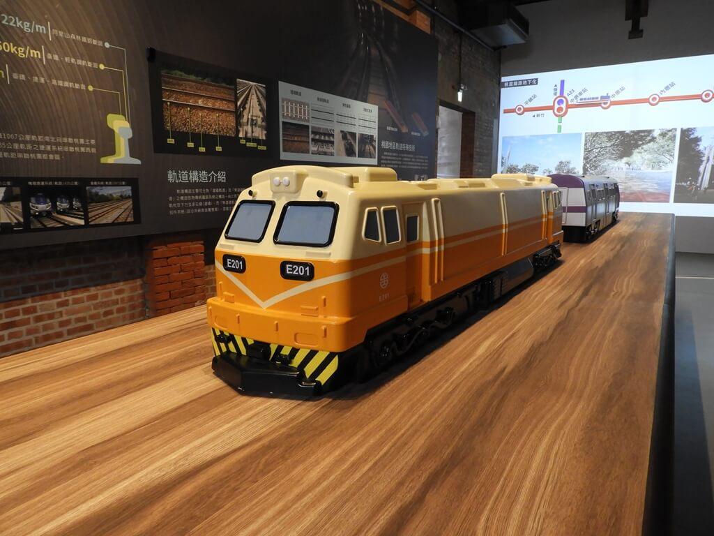 桃園軌道願景館的圖片:莒光號火車頭模型
