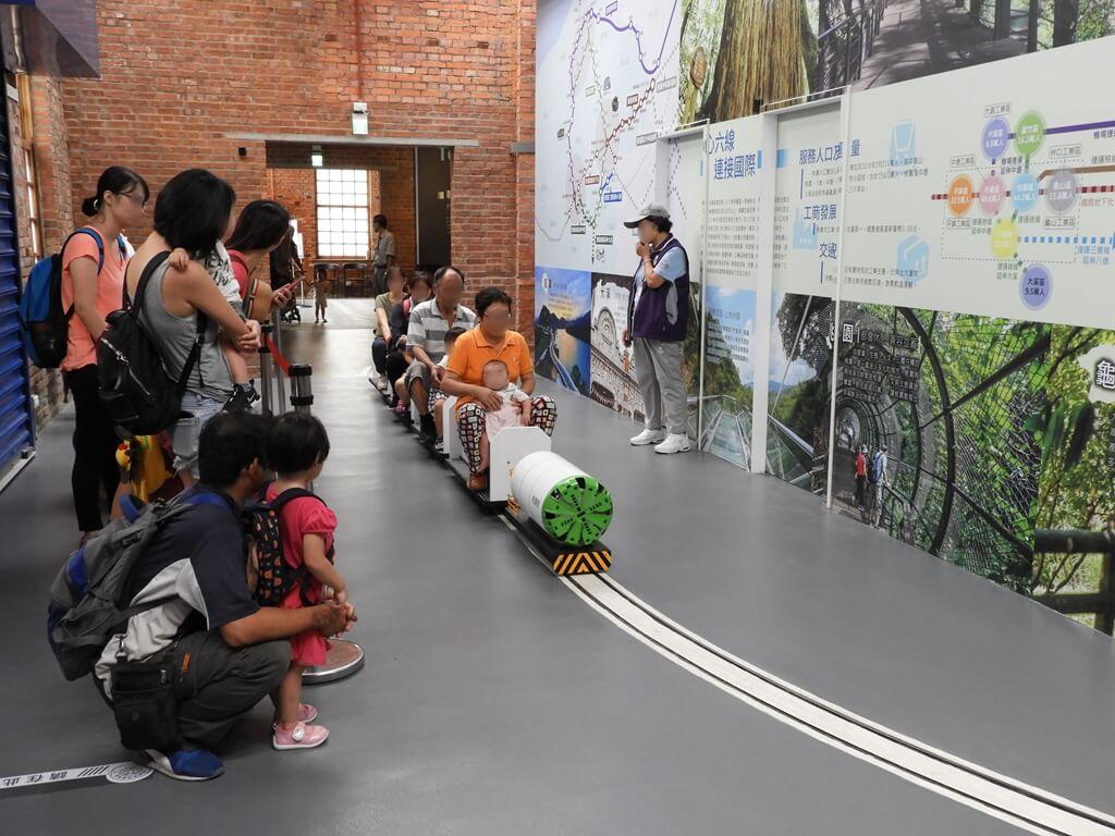 桃園軌道願景館的圖片:室內小火車