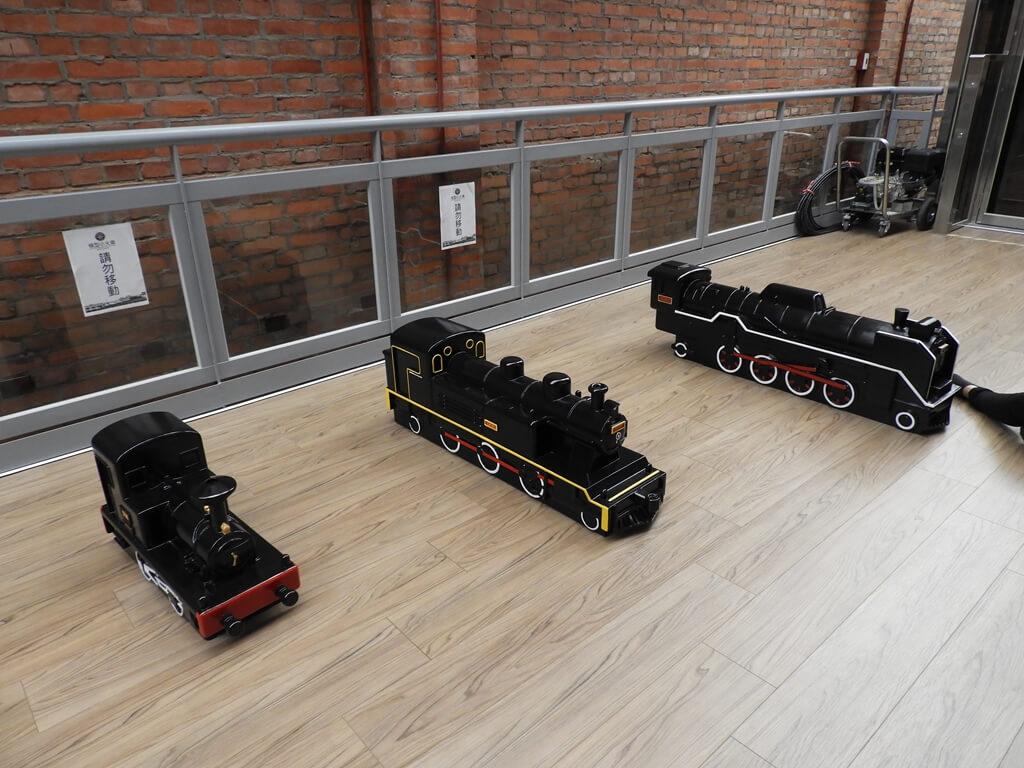 桃園軌道願景館的圖片:三台木造復古火車頭