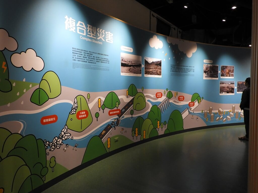 桃園市消防局訓練中心暨防災教育館的圖片:複合型災害介紹牆
