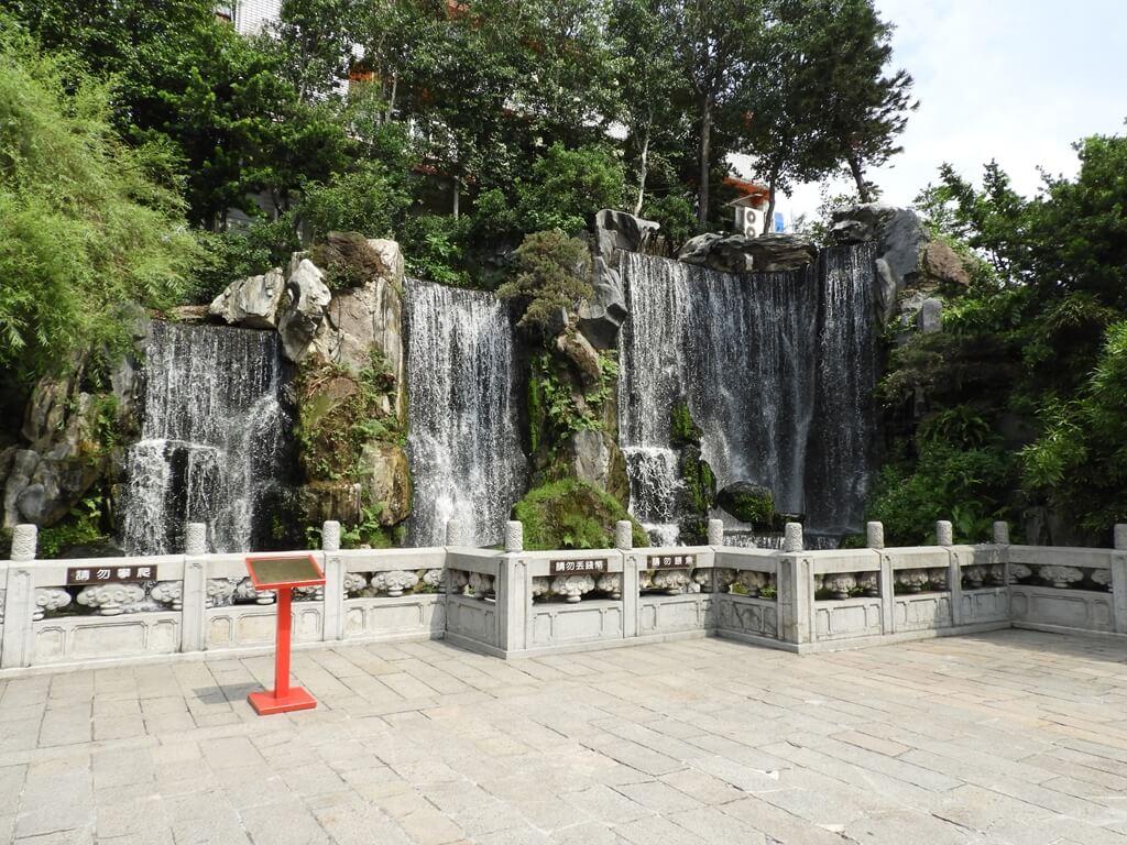 艋舺龍山寺的圖片:淨心瀑布全景