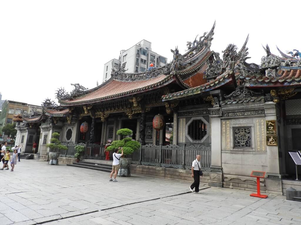 艋舺龍山寺的圖片:龍山寺三川殿外側