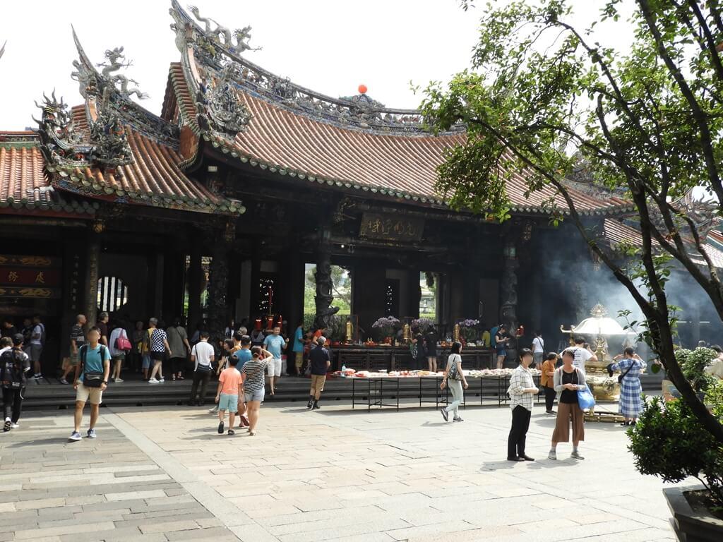 艋舺龍山寺的圖片:三川殿內側及中庭