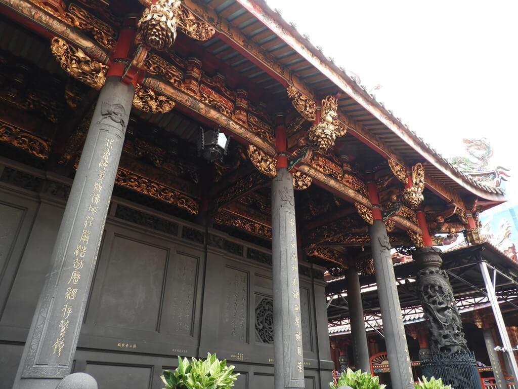 艋舺龍山寺的圖片:中殿側面