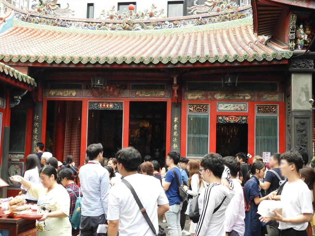 艋舺龍山寺的圖片:關聖帝君及三官大帝