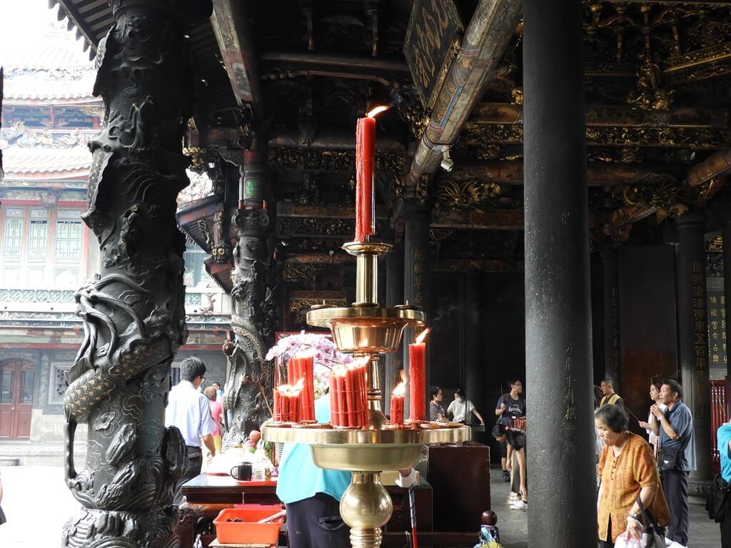 艋舺龍山寺的圖片:燃燒中的蠟燭