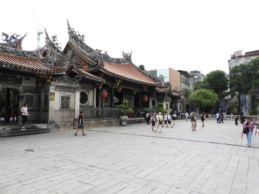 艋舺龍山寺的圖片:三川殿外側及廣場(123655710)
