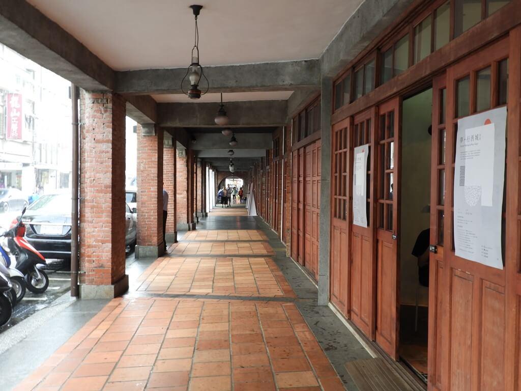 剝皮寮歷史街區的圖片:紅磚復古街道