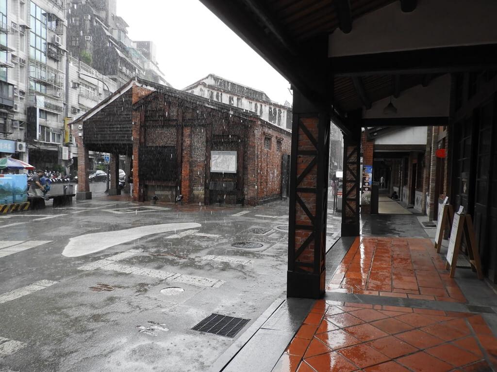 剝皮寮歷史街區的圖片:下著雨的廣場