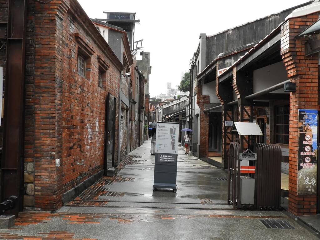 剝皮寮歷史街區的圖片:廣州街旁的歷史街區入口