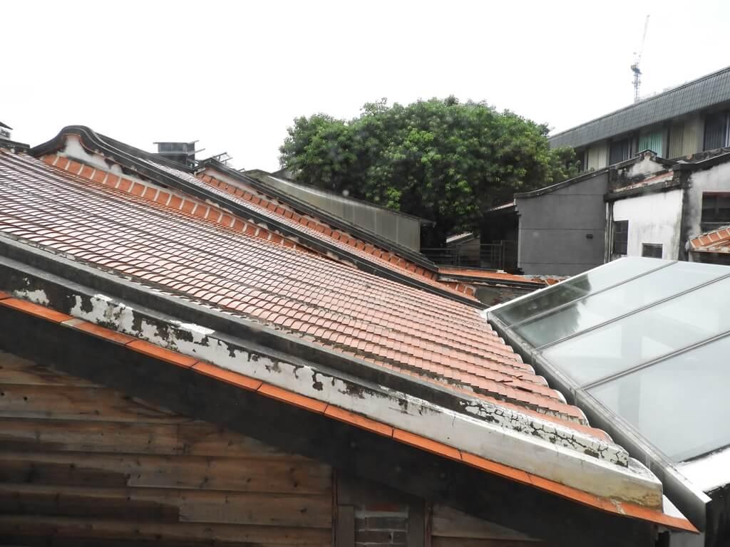 臺北市鄉土教育中心的圖片:紅瓦片屋頂
