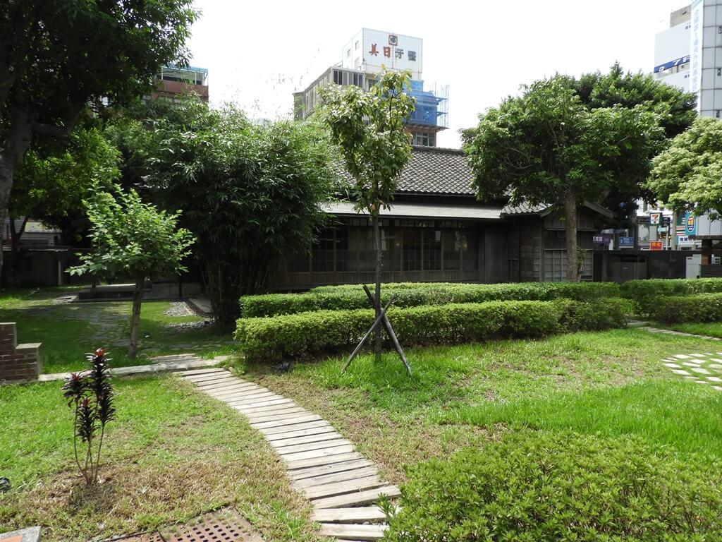 辛志平校長故居的圖片:綠意盎然的日式庭園造景